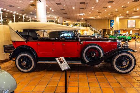 FONTVIEILLE, MONACO - JUN 2017: red ROLLS-ROYCE in Monaco Top Cars Collection Museum. Stok Fotoğraf - 128620138