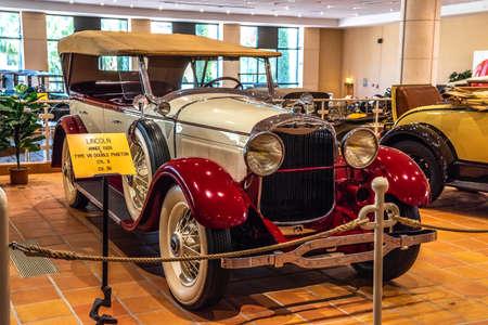 FONTVIEILLE, MONACO - JUN 2017: white red LINCOLN V8 DOUBLE PHAETON 1928 in Monaco Top Cars Collection Museum. Redakční