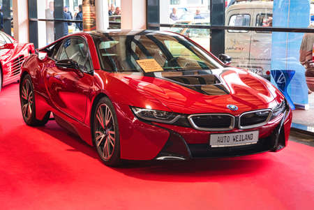 FRIEDRICHSHAFEN - MAY 2019: red BMW i8 coupe 2016 at Motorworld Classics Bodensee on May 11, 2019 in Friedrichshafen, Germany. Stok Fotoğraf - 128621110