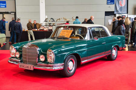 FRIEDRICHSHAFEN - MAY 2019: aquamarine MERCEDES-BENZ W111 250 SE 1965 coupe at Motorworld Classics Bodensee on May 11, 2019 in Friedrichshafen, Germany. Stok Fotoğraf - 128621129