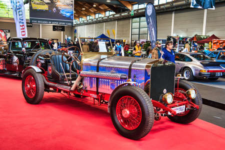 FRIEDRICHSHAFEN - MAY 2019: blue ROLLS-ROYCE SATIS 1930 cabrio roadster at Motorworld Classics Bodensee on May 11, 2019 in Friedrichshafen, Germany. Stok Fotoğraf - 128621219