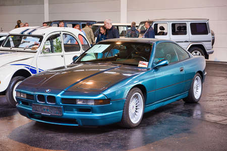 FRIEDRICHSHAFEN - MAY 2019: blue BMW 8 840 E31 Ci 1990 coupe at Motorworld Classics Bodensee on May 11, 2019 in Friedrichshafen, Germany. Stok Fotoğraf - 128621278