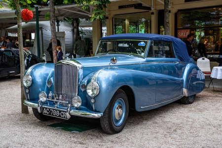 BADEN BADEN, GERMANY - JULY 2019: blue Crewe Rolls-Royce BENTLEY CONTINENTAL S1 S2 cabrio oldtimer meeting in Kurpark.
