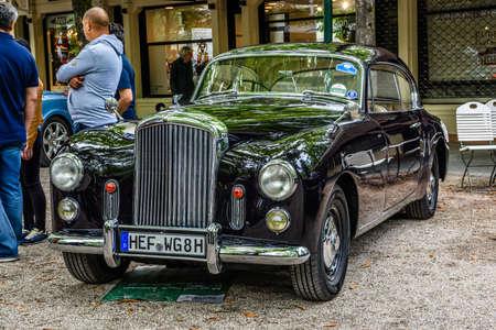 BADEN BADEN, GERMANY - JULY 2019: black Crewe Rolls-Royce BENTLEY CONTINENTAL S1 S2 cabrio oldtimer meeting in Kurpark. 報道画像