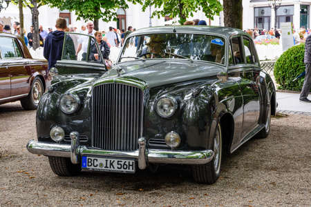 BADEN BADEN, GERMANY - JULY 2019: black silver Crewe Rolls-Royce BENTLEY CONTINENTAL S1 S2 coupe oldtimer meeting in Kurpark. 報道画像