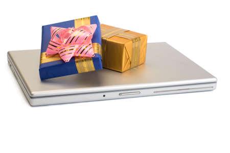 una foto de algunas cajas de regalo más portátil