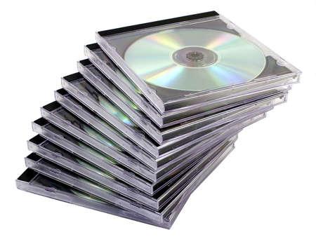 Stapel von CD-Datenträgern in Fällen, isoliert auf weißem Hintergrund.  Standard-Bild - 258700