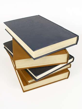 Stack aus alten Ledereinband Bücher isoliert auf weißem Hintergrund.  Standard-Bild - 921589