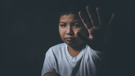 scared and alone, young Asian child who is at high risk of being bullied, trafficked and abused Zdjęcie Seryjne