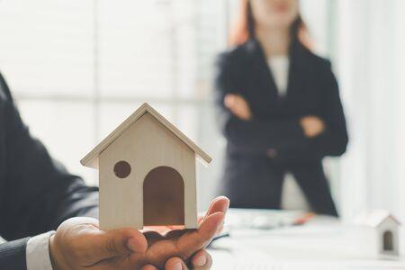 accommodation broker: Housing company good teamwork, teamwork concept