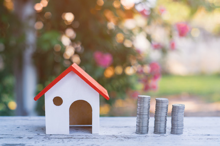 saving money to invest in a home or property in the future Zdjęcie Seryjne