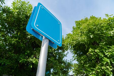 Blank sign with green nature background. Standard-Bild - 134096294