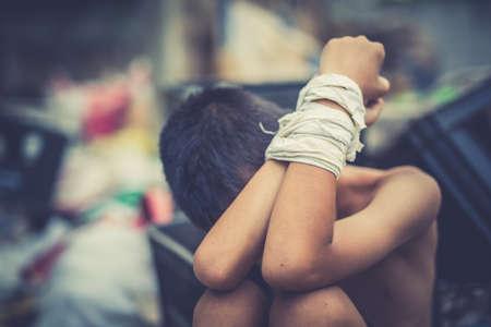 소년 폭력 학대, 인권의 날 개념을 그만 두십시오. 스톡 콘텐츠