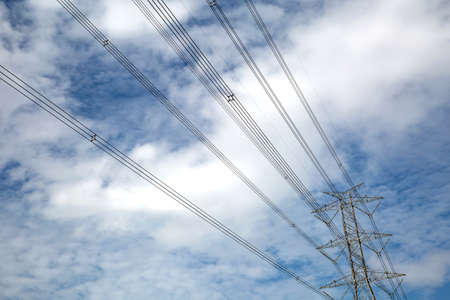 High-voltage transmission tower and wiring cable with sky background. Standard-Bild