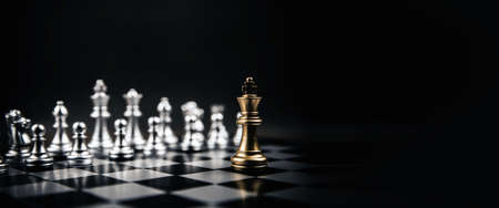 King golden chess standing confront of the silver chess team to challenge concepts of leadership and business strategy management and leadership Standard-Bild - 157280734