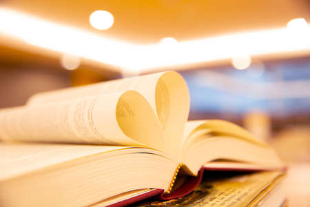 Close up book image in heart shape on the table at library room concept of lifestyle love to read. Standard-Bild
