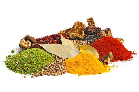 curcuma: Piles of spices: parsley, red paprika, whole black pepper, white coriander, curcuma, laurel leaves and dry porcini mushrooms.