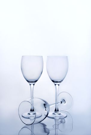 Tres copas de vino vac�as Foto de archivo - 3007053