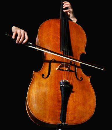 cello: Close up di un violoncello su sfondo nero