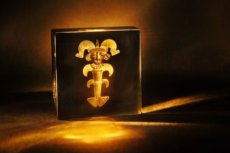 anthropomorphic: Prehispanic gold work of Colombia. Anthropomorphic Pendant made by the  Stock Photo