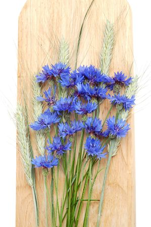 corn flower: Bunch of cornflowers and green cereals on a wood board