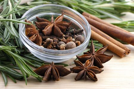 stick of cinnamon: Rosemary, cinnamon, peppercorn, cloves and anise stars close-up