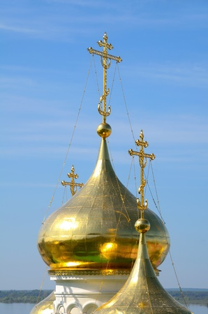 gorky: The golden domes with orthodox crosses. Church of St John the Baptist in Nizhny Novgorod, Russia on a Volga river. Church was built in the 15th century. Stock Photo