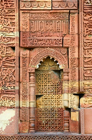 quitab: Window arch of the ornate tomb in archeaological complex Quitab Minar in Delhi, India