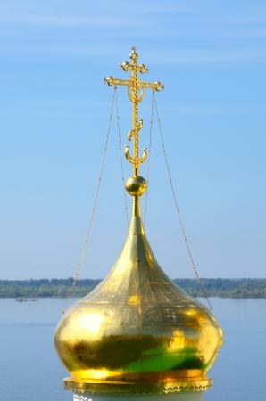 gorky: Golden orthodox cross. Church of St John the Baptist in Nizhny Novgorod, Russia on a Volga river. Church was built in the 15th century. Stock Photo