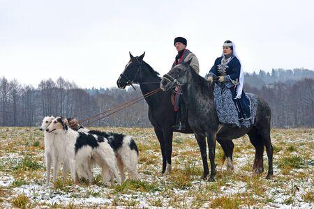 Region Minsk, Weißrussland - 5. November: Historische Rekonstruktion der traditionellen Jagd mit russischen Barsoi-Hunden. 5. November 2016, Weißrussland