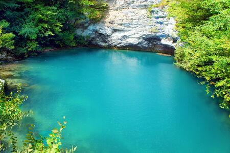 zafiro: Sapphire Lake - Lago Azul, en Abjasia