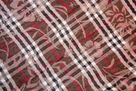 tejido de lana: El tejido de lana marrón con flores y rayas blanco y negro Foto de archivo