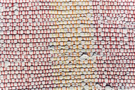 hilo rojo: la textura de algodón tejido blanco, naranja, hilo rojo de cerca Foto de archivo