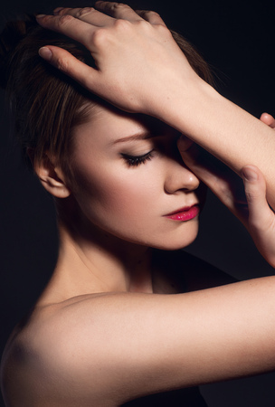 dark eyes: Portrait ob beautiful young woman on black background