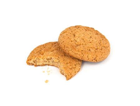 oatmeal: Galletas de avena y migajas aislados en blanco