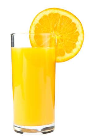 Glas met sinaasappelsap en segment van geïsoleerd op wit oranje Stockfoto
