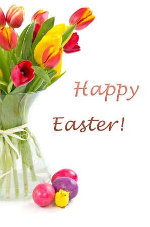 Tulpen in vaas en gekleurde Pasen eggs.Happy pasen wenskaart.