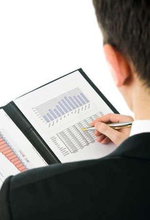 Zakenman het controleren van de financiële resultaten van het vorige boekjaar. Stockfoto