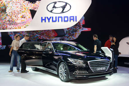 Moskou-2 september: Hyundai Genesis op de Moscow International Automobile Salon op 2 september 2014 in Moskou