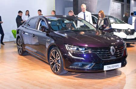 talisman: Tartu - 26 septiembre: Renault Talisman en el Tartu Motoshow el 26 de septiembre de 2015, de Tartu, Estonia