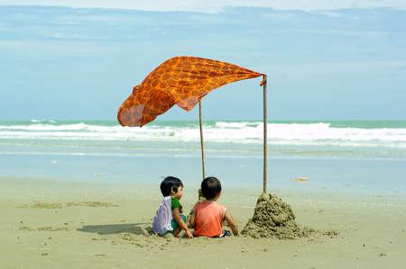 Child and Sea Stock Photo - 13924142