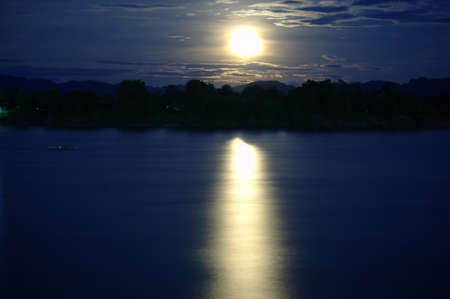cloud drift: The moon on the river