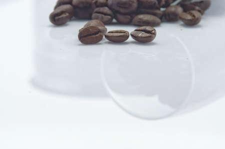 coffee grains: granos de caf?