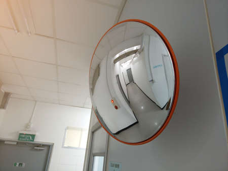 Convex mirror for junction walk way can not see