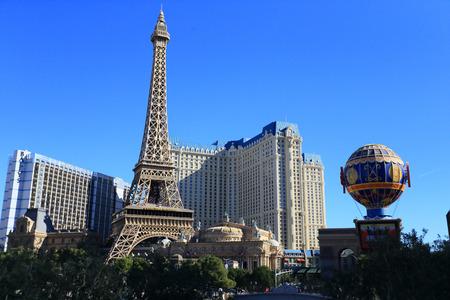 パリのカジノ ホテル、ラスベガス、正午ごろベラージオ ホテルからの眺め。ラスベガス、ネバダ州、米国-1 月 16、2014 報道画像