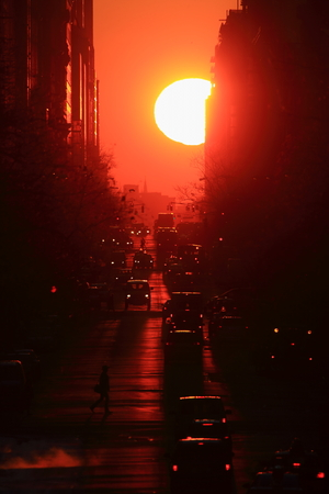 Manhattanhenge, Sun rising from the end of the street in Manhattan Reklamní fotografie