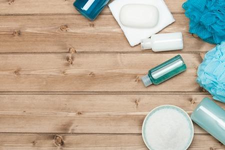 Spa Kit Vista superior. Champú, jabón de barra y líquido. Gel de ducha. Aromaterapia sal. Foto de archivo