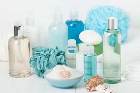 Spa Kit. Shampoo, Soap Bar And Liquid Shower Gel. Aromatherapy Salt. Toiletries Archivio Fotografico