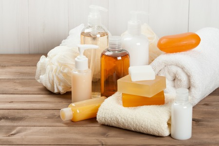 石鹸と液体。シャンプー、シャワーのゲル。タオル。スパ キット