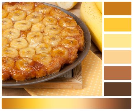 paleta de caramelo: Tarta casera del caramelo del plátano. Tarta francesa Tatin. Paleta con muestras de color de cortesía Foto de archivo